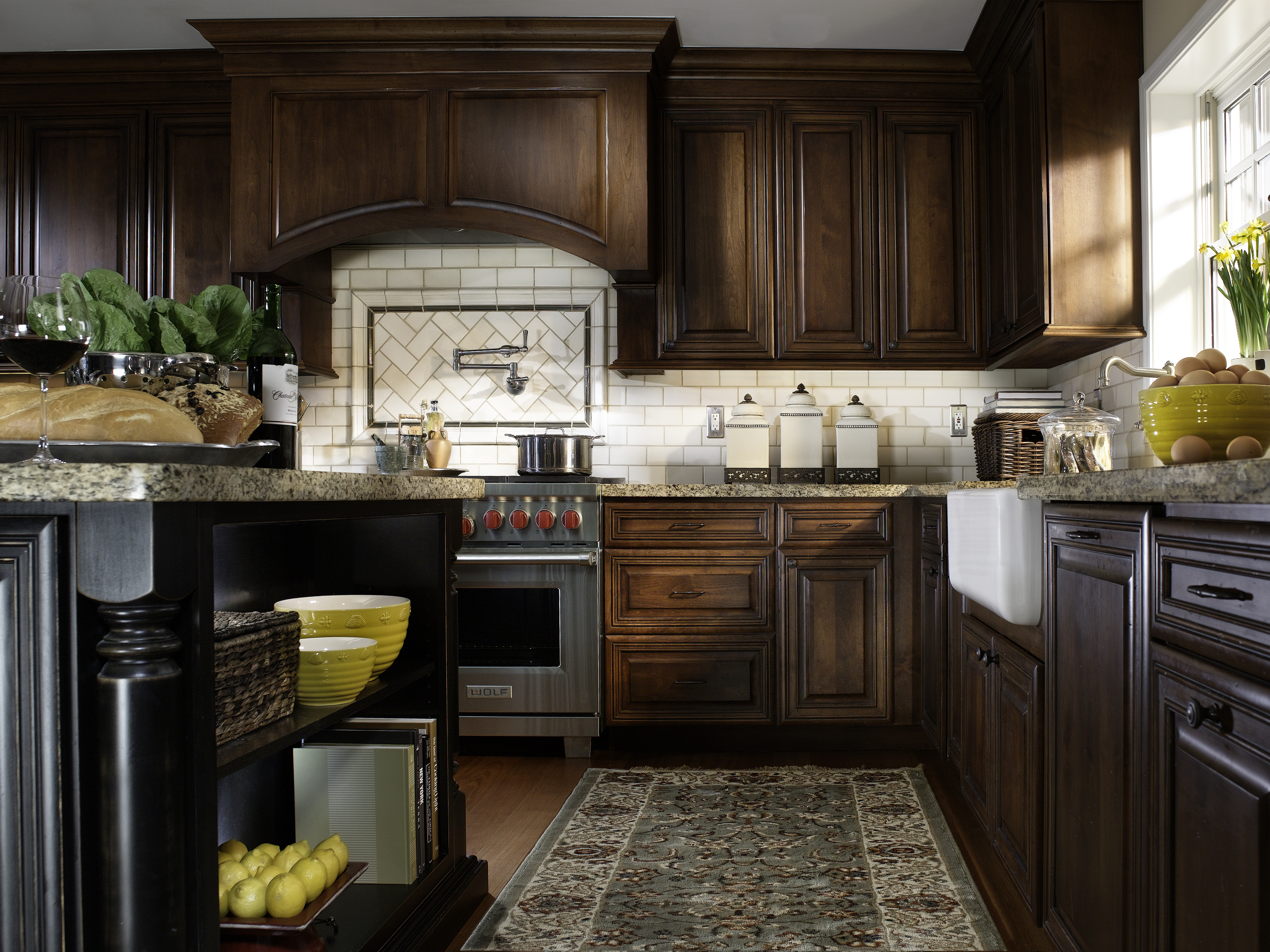Traditional Cherry Wood Kitchen Cabinets