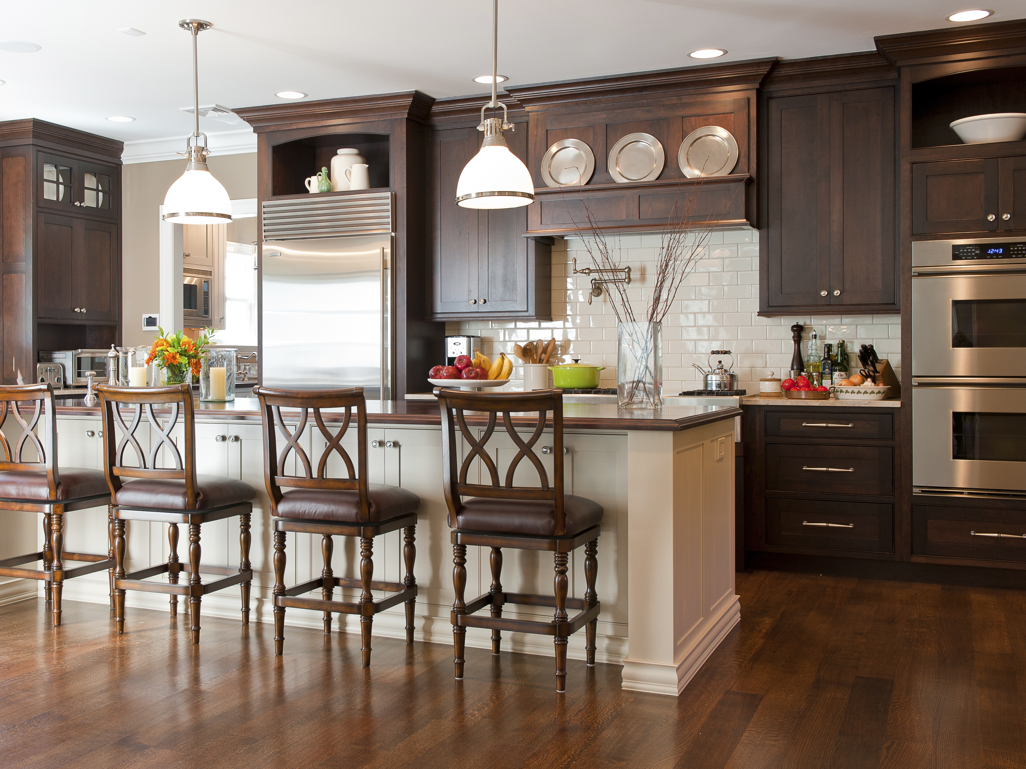 Shaker Kitchen Cabinets in Cherry Wood