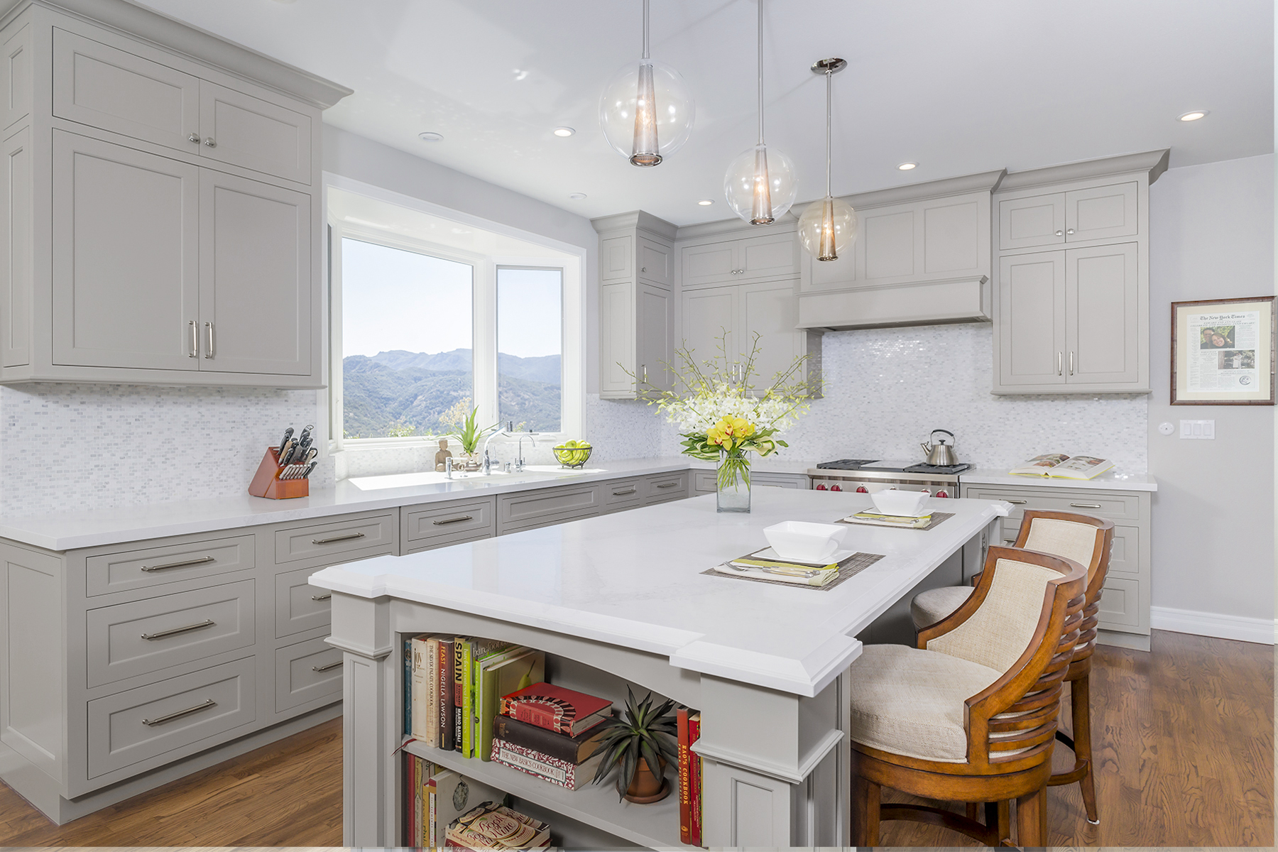 Modern Kitchen Light Grey Cabinets